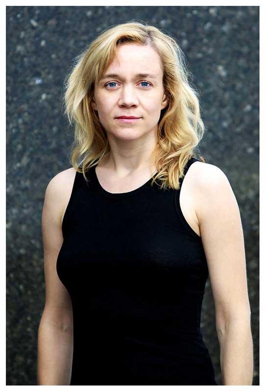 Deutsche Film- und Theaterschauspielerin Angelika Richter beim Agentur Sedcard Portrait Shooting mit berliner Fotograf Binh Truong.
