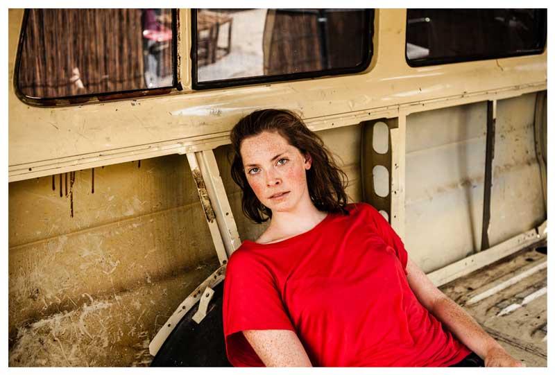 Deutsche Film- und Theaterschauspielerin und festes Ensemblemitglied der Schaubühne Lucy Wirth beim Agentur Sedcard Portrait Shooting mit berliner Fotograf Binh Truong.