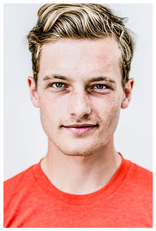Valentin Luz ist ein deutscher Pararuderer und im Nationalmannschaft des Pararuderns bei der Paralympics Sommerspiele in Rio de Janeiro, Brasilien. Berliner Fotograf Binh Truong begleitet das Team während der Spiele für den Deutschen Behindertensportverband DBS.