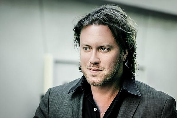 Nicholas Ofczarek ist ein österreichischer Schauspieler und Ensemblemitglied des Wiener Burgtheaters. Schauspieler Agentur Sedcard - Fotograf Binh Truong aus Berlin. Portraitfotograf mit Schwerpunkt Schauspieler und Schauspielerinnen. Insbesonderem OnLocation