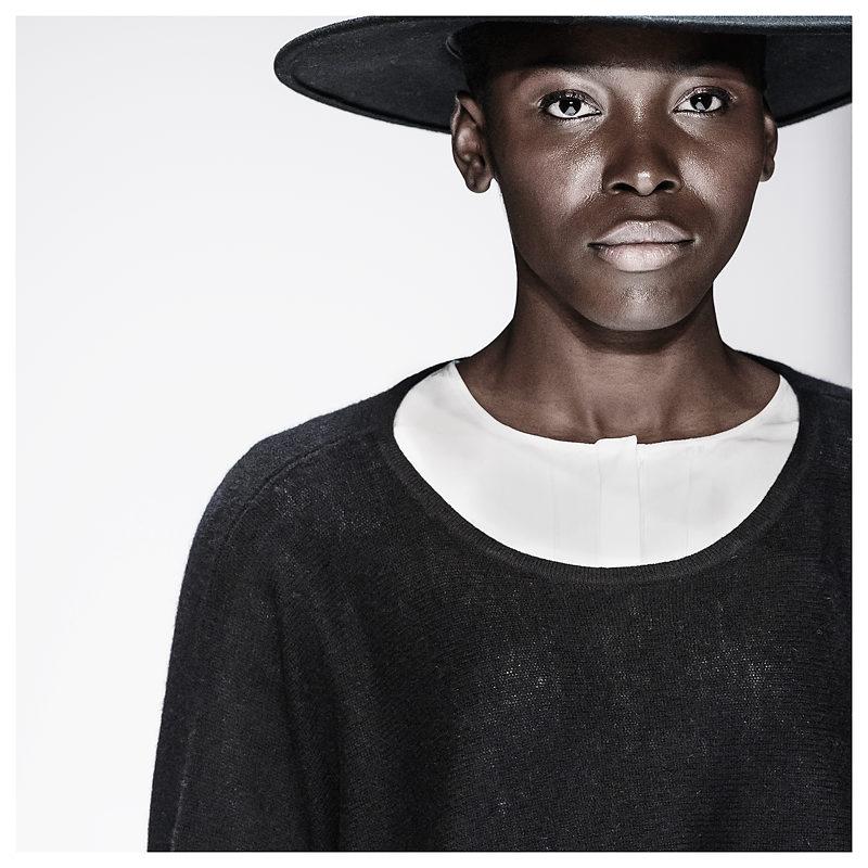 Maisonnoée - Model Emy Ozori für Designer Sophie Oemus